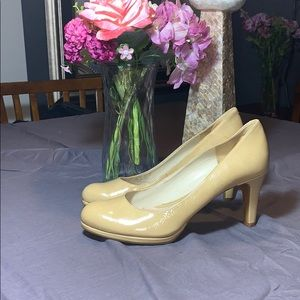 Naturalizer beige  patent leather used